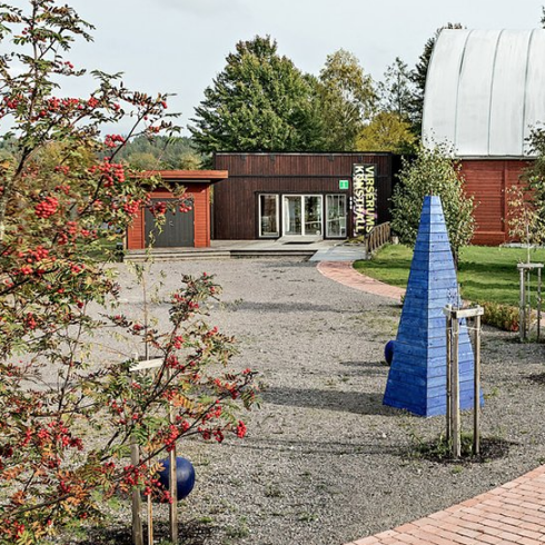 Bild på ingång till Virserums konsthall.